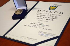 Złota odznaka dla Związku za zasługi dla województwa podczas święta turystyki na Zamku w Raciborzu