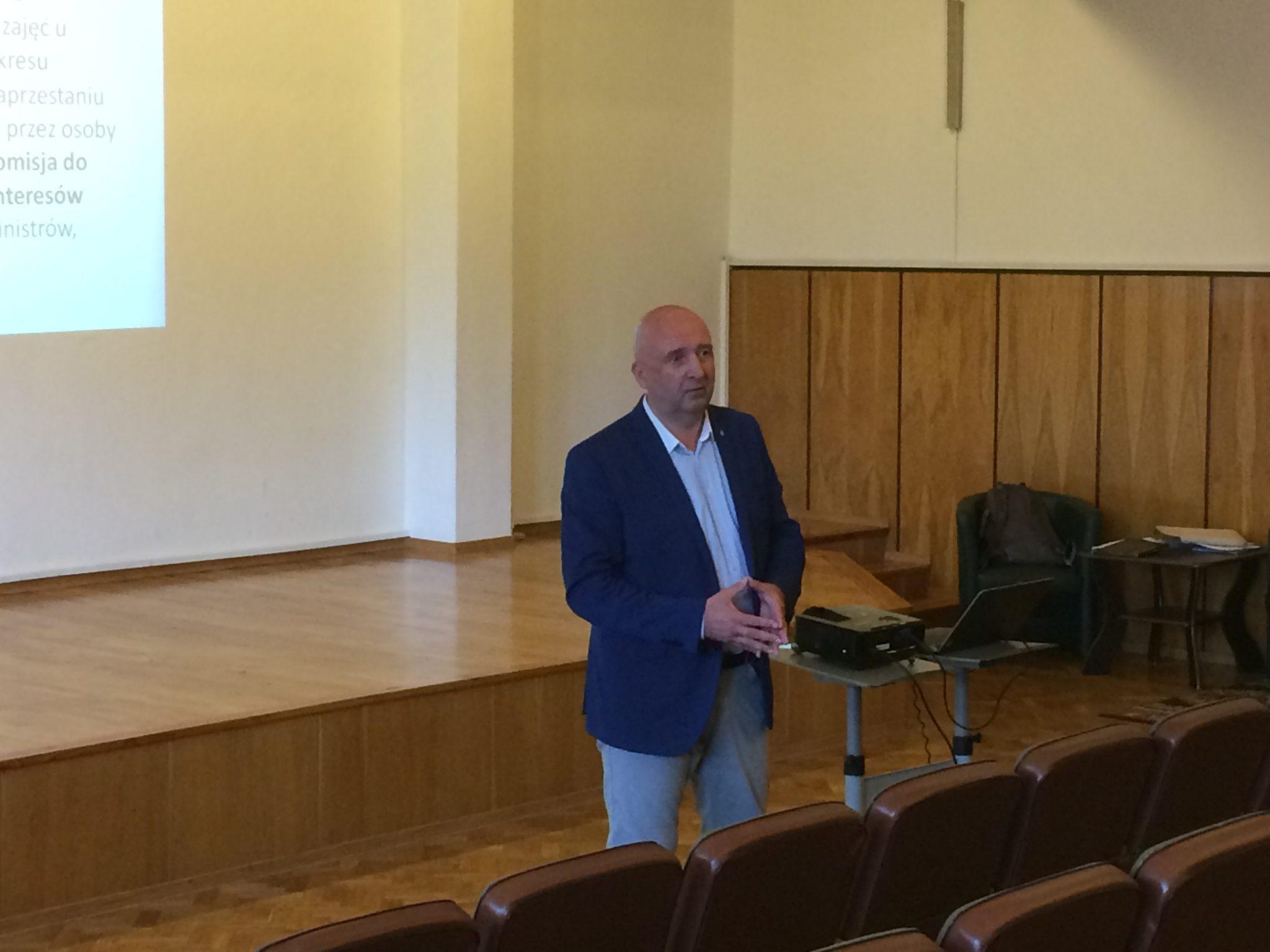 Prowadzący Jacek Wajs